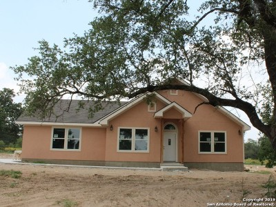 Atascosa County Single Family Home For Sale: 735 Trophy Ln