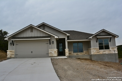 Canyon Lake Single Family Home For Sale: 192 Yucca Dr
