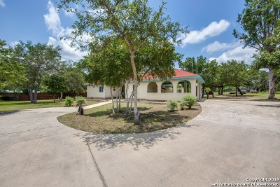 Floresville Single Family Home Price Change: 161 Oak Fields Dr