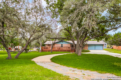 Boerne Single Family Home Active RFR: 1430 Nixon Dr