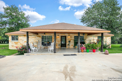 Atascosa County Single Family Home For Sale: 219 W Ridgeway