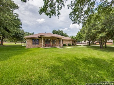 Floresville Single Family Home Active Option: 93 Oak Fields Dr