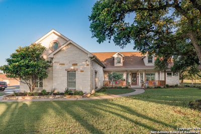 New Braunfels Single Family Home Active Option: 2422 Black Bear Dr