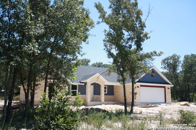 La Vernia Single Family Home New: 184 Great Oaks Blvd