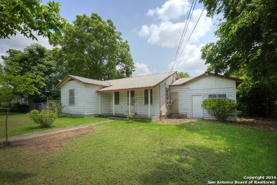 Seguin Single Family Home For Sale: 1069 E Walnut St
