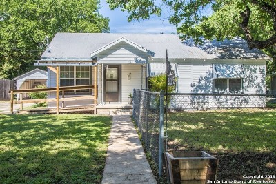 Seguin Single Family Home For Sale: 215 Moore St