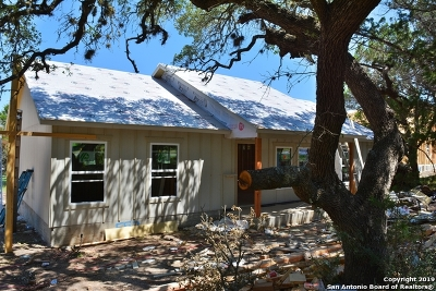 Canyon Lake Single Family Home For Sale: 557 Canyon Springs Dr