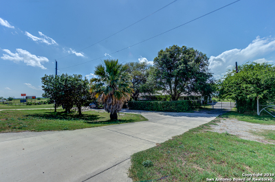 Hondo Single Family Home For Sale: 2906 Us Hwy 90
