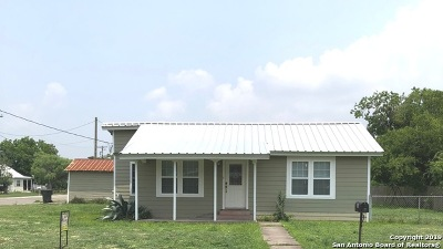 Karnes County Single Family Home For Sale: 506 Johnson St