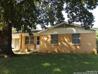 New Braunfels Single Family Home Active Option: 424 Bluebonnet Ave