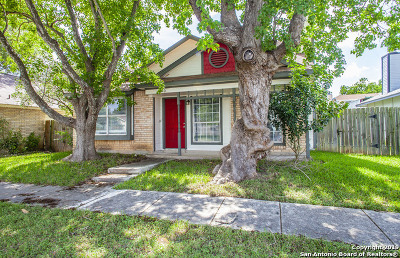 Universal City Single Family Home Active Option: 810 Meadow Arbor Ln