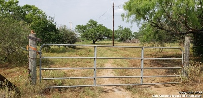 Atascosa County Single Family Home For Sale: 5270 County Road 307
