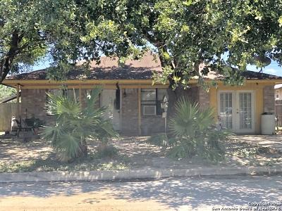 Atascosa County Single Family Home New: 1501 Jodi Ln