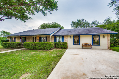 Floresville Single Family Home New: 610 Elm St