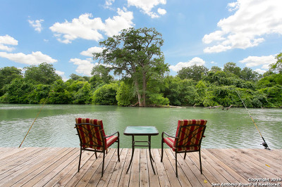Guadalupe County Single Family Home For Sale: 48 River Oak Dr