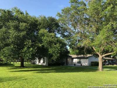 Hondo Single Family Home For Sale: 1302 Acorn Rd