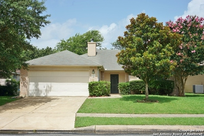 Boerne Single Family Home Active Option: 302 Stone Creek Dr