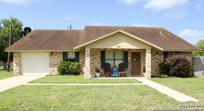 Floresville Single Family Home For Sale: 326 Wild Rose