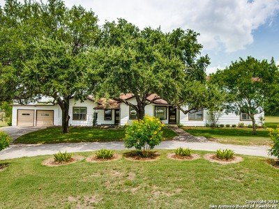 Karnes County Single Family Home For Sale: 1592 W State Highway 72