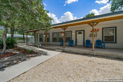 Floresville Single Family Home For Sale: 836 Paddy Rd