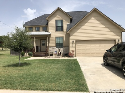 Karnes County Single Family Home For Sale: 118 Nottingham