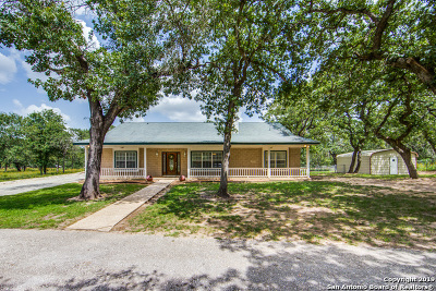 Adkins TX Single Family Home For Sale: $310,000