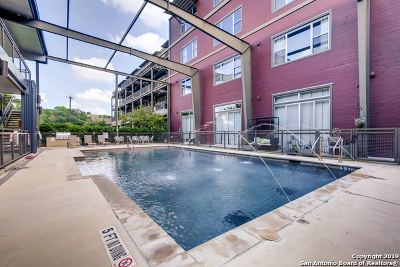 Condo/Townhouse For Sale: 831 S Flores St #2103
