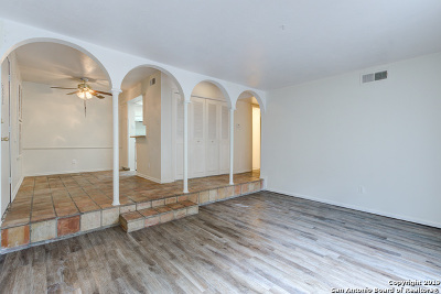 Condo/Townhouse For Sale: 170 De Chantle Rd #104