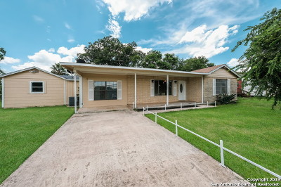 Floresville Single Family Home Price Change: 1109 Sixth St
