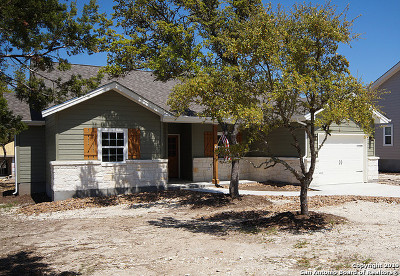 Canyon Lake Single Family Home For Sale: 1065 Canyon Shores