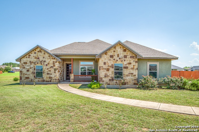 Atascosa County Single Family Home For Sale: 1715 Camden Ln