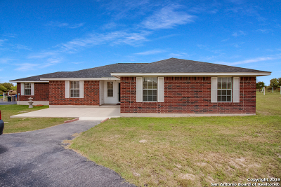 Floresville Single Family Home New: 255 Shannon Ridge Dr