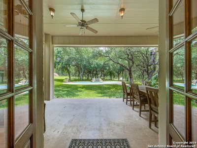 Boerne Single Family Home For Sale: 111 Cibolo Hollow N