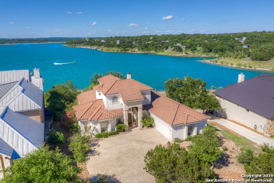Canyon Lake Single Family Home For Sale: 558 Oak Shores Dr