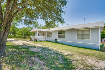 Floresville TX Single Family Home New: $125,000