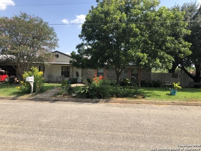 Frio County Single Family Home For Sale: 1304 E Alabama St