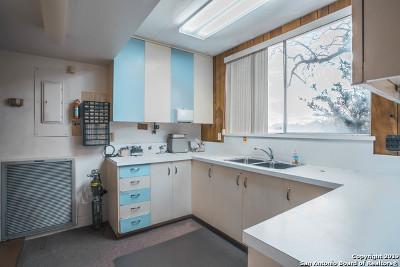 Floresville Single Family Home For Sale: 1303 Hospital Blvd