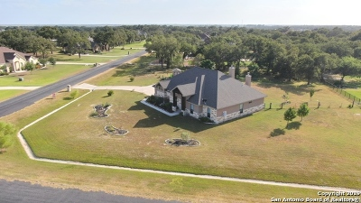 Floresville Single Family Home For Sale: 112 S Abrego Crossing