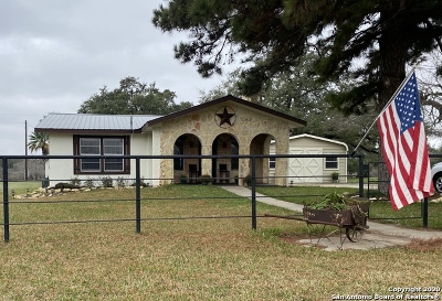 Atascosa County Single Family Home For Sale: 906 Thomas Rd