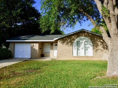 Schertz Single Family Home Active Option: 425 Sharon Ct