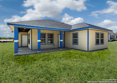 Elmendorf Single Family Home For Sale: 23206 Flat River Dr