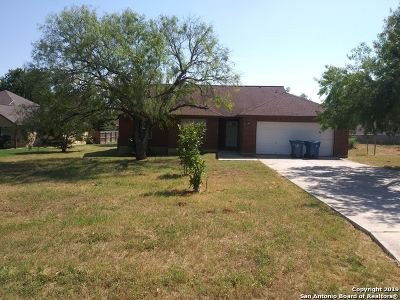 Floresville TX Single Family Home Active Option: $149,000