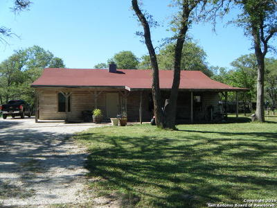 Floresville Single Family Home For Sale: 2002 Bentwood Dr