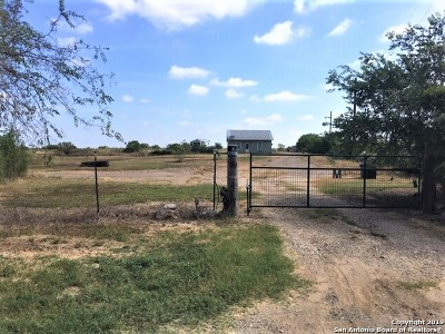 Poteet Single Family Home For Sale: 1665 Strawberry City Rd