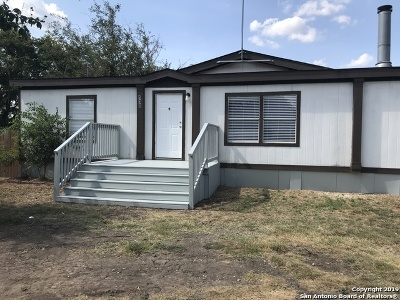 San Antonio Manufactured Home For Sale: 130 County Road 3821