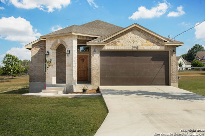Bandera County Single Family Home For Sale: 383 Glenn Valley Circle
