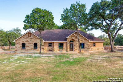 La Vernia Single Family Home For Sale: 139 Cibolo Ridge Dr