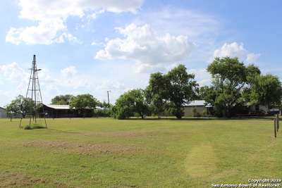 Guadalupe County Multi Family Home New: 480 Rodeo Dr