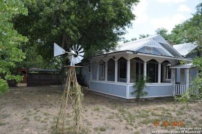 Atascosa County Single Family Home New: 343 Village Dr