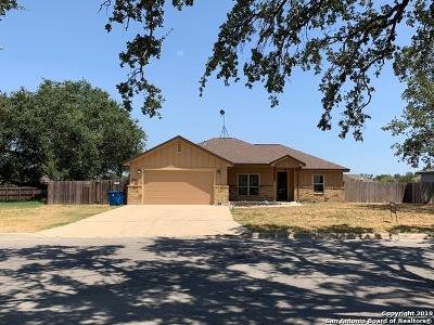 Atascosa County Single Family Home New: 1662 Stone Haven